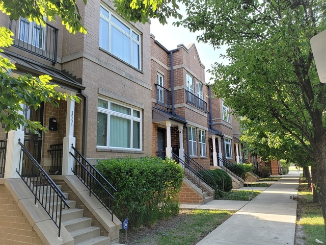 4 Bedrooms, Stateway Gardens Rental in Chicago, IL for $2,800 - Photo 1