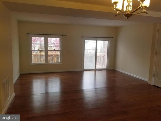 3 Bedrooms, Rose Hill Rental in Washington, DC for $2,400 - Photo 2
