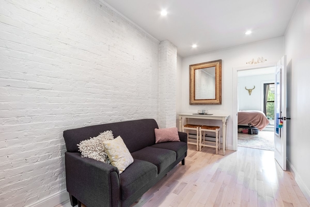 2 Bedrooms, Alphabet City Rental in NYC for $3,250 - Photo 2