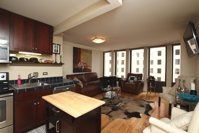 1 Bedroom, Gold Coast Rental in Chicago, IL for $1,900 - Photo 2