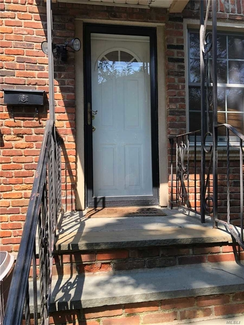 2 Bedrooms, Roslyn Heights Rental in Long Island, NY for $2,500 - Photo 2