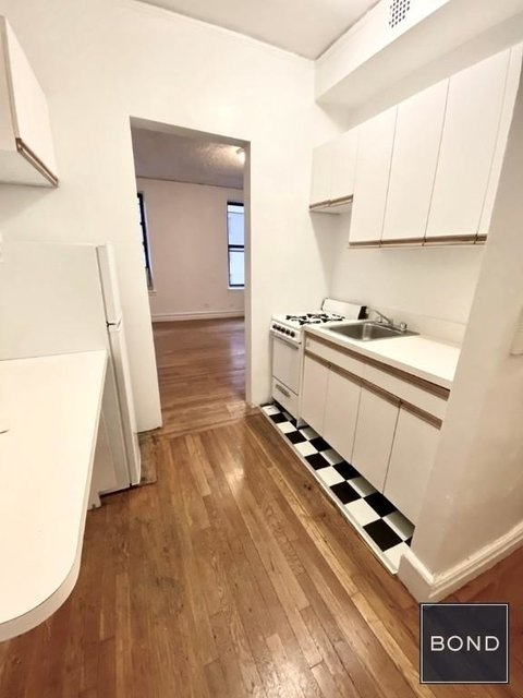Studio, Yorkville Rental in NYC for $1,829 - Photo 2