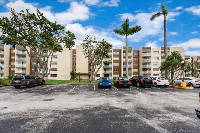 2 Bedrooms, Golf Course Towers Rental in Miami, FL for $1,425 - Photo 1