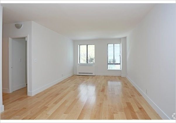 2 Bedrooms, Hell's Kitchen Rental in NYC for $4,333 - Photo 2