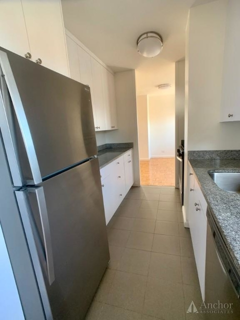 3 Bedrooms, Upper West Side Rental in NYC for $5,587 - Photo 2