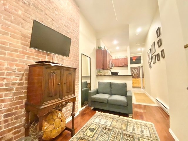 Studio, Hell's Kitchen Rental in NYC for $1,995 - Photo 2