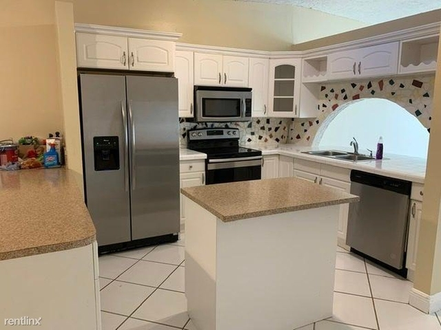 2 Bedrooms, Country Lake Townhomes Rental in Miami, FL for $1,700 - Photo 2