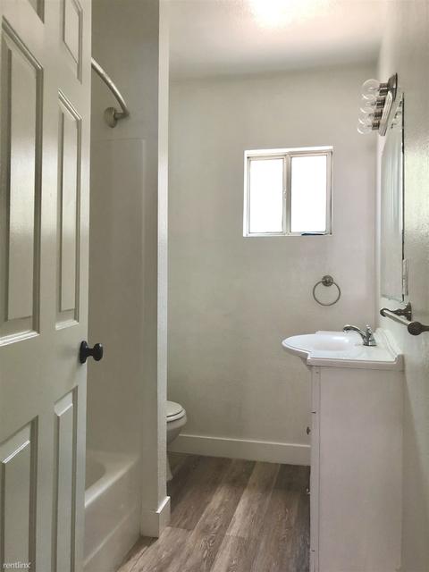 2 Bedrooms, Van Nuys Rental in Los Angeles, CA for $1,900 - Photo 2