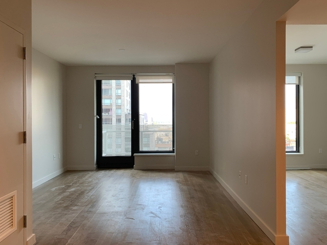 2 Bedrooms, Yorkville Rental in NYC for $5,729 - Photo 2