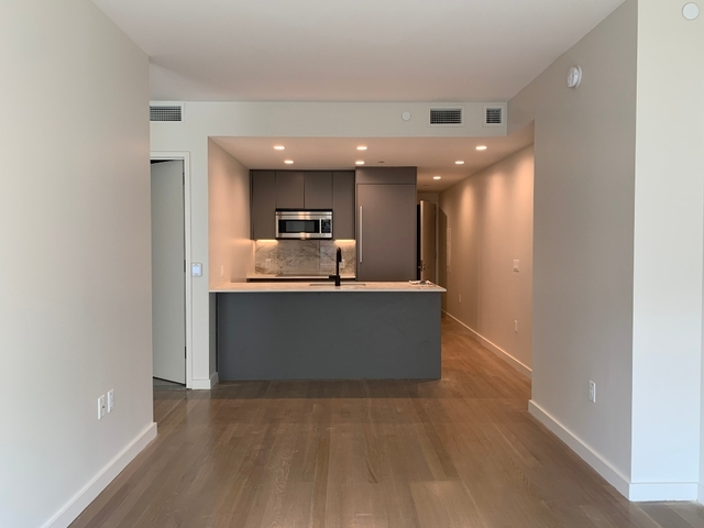 1 Bedroom, Yorkville Rental in NYC for $3,992 - Photo 2