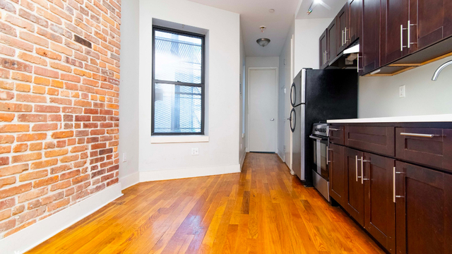 2 Bedrooms, Crown Heights Rental in NYC for $2,390 - Photo 2