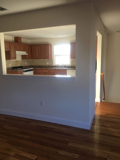 3 Bedrooms, Woodrow Rental in NYC for $2,299 - Photo 2