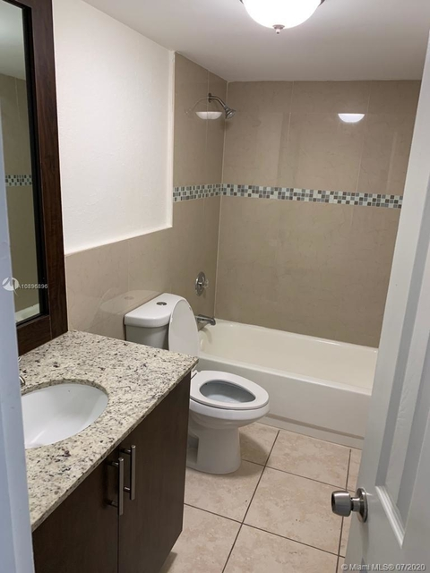 1 Bedroom, Golf Course Towers Rental in Miami, FL for $980 - Photo 2