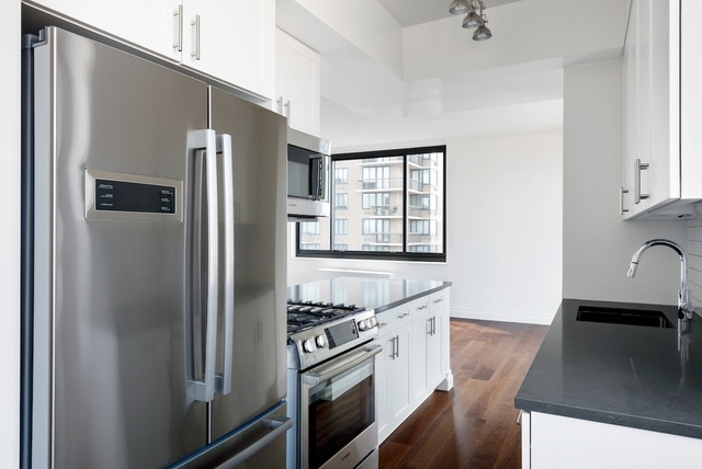 3 Bedrooms, Yorkville Rental in NYC for $8,438 - Photo 2
