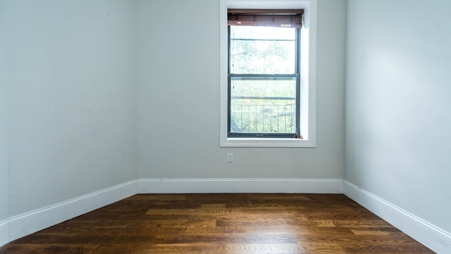 3 Bedrooms, Ridgewood Rental in NYC for $2,400 - Photo 2