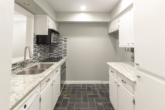 2 Bedrooms, The Colony Townhome Rental in Houston for $1,325 - Photo 1