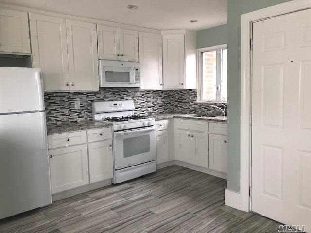2 Bedrooms, Westholme North Rental in Long Island, NY for $2,600 - Photo 2