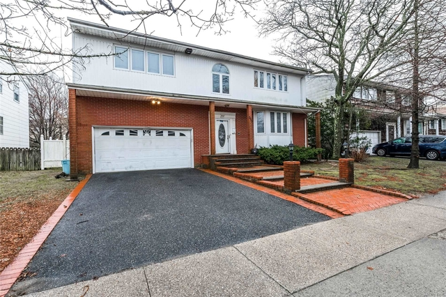 6 Bedrooms, Woodmere Rental in Long Island, NY for $4,950 - Photo 2