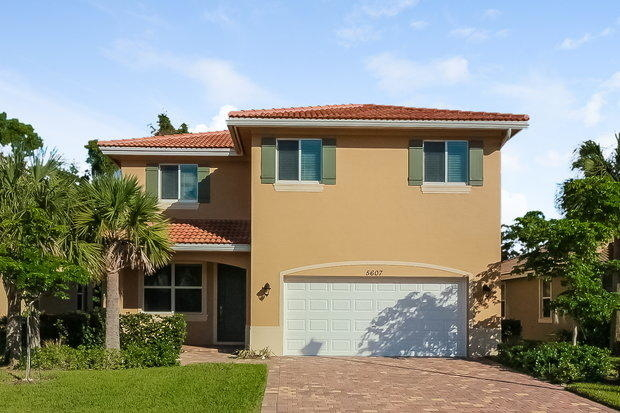 4 Bedrooms, Lake Worth Rental in Miami, FL for $2,385 - Photo 1