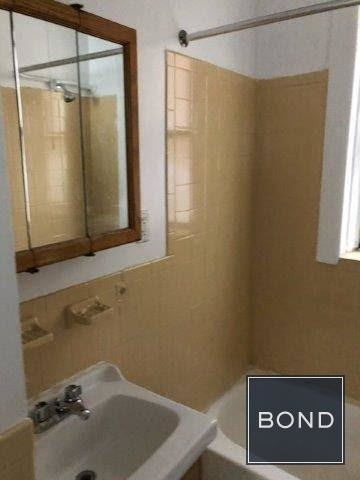 3 Bedrooms, Washington Heights Rental in NYC for $2,098 - Photo 2