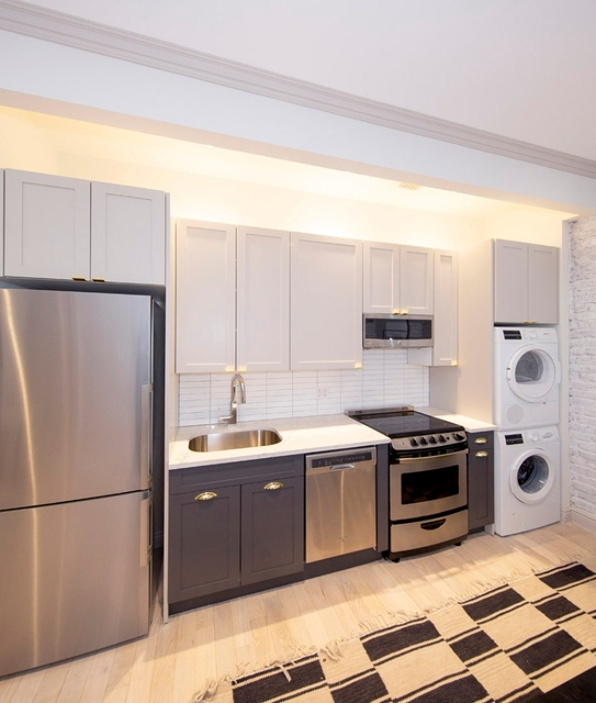 2 Bedrooms, Greenwich Village Rental in NYC for $5,884 - Photo 2