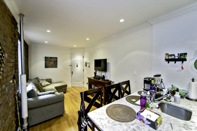 3 Bedrooms, Gramercy Park Rental in NYC for $5,167 - Photo 2