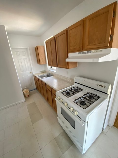 3 Bedrooms, Williamsburg Rental in NYC for $2,800 - Photo 2
