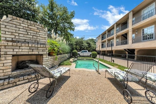 2 Bedrooms, Uptown Rental in Dallas for $1,800 - Photo 2