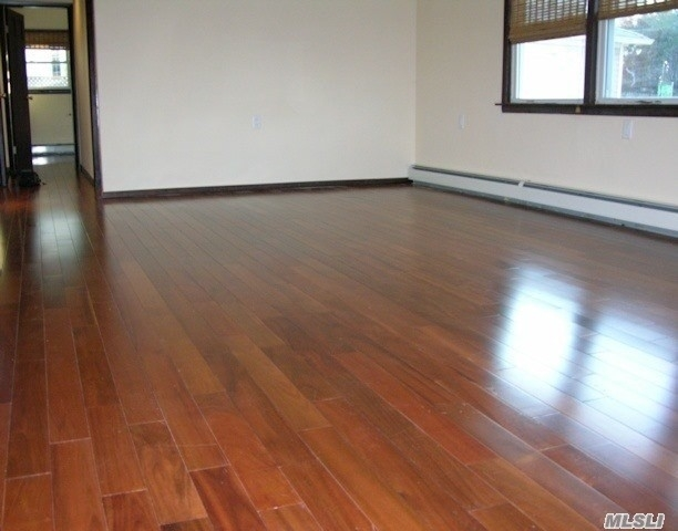 3 Bedrooms, Westholme North Rental in Long Island, NY for $2,800 - Photo 2