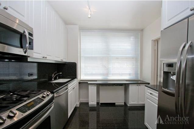3 Bedrooms, Turtle Bay Rental in NYC for $5,037 - Photo 2