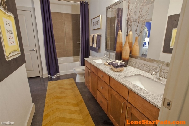 3 Bedrooms, CentrePort Business Park Rental in Dallas for $1,960 - Photo 2