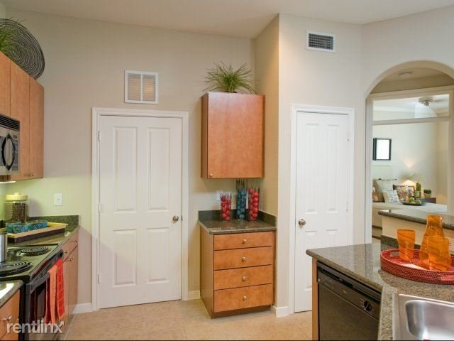 2 Bedrooms, Memorial Heights Rental in Houston for $1,975 - Photo 1
