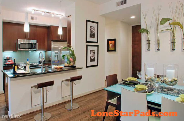 2 Bedrooms, Southmore Rental in Houston for $2,424 - Photo 1