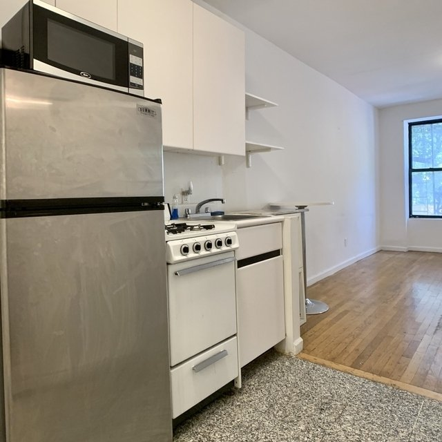 1 Bedroom, Yorkville Rental in NYC for $2,190 - Photo 2