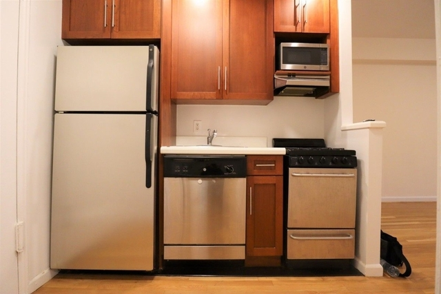 2 Bedrooms, Yorkville Rental in NYC for $3,162 - Photo 2