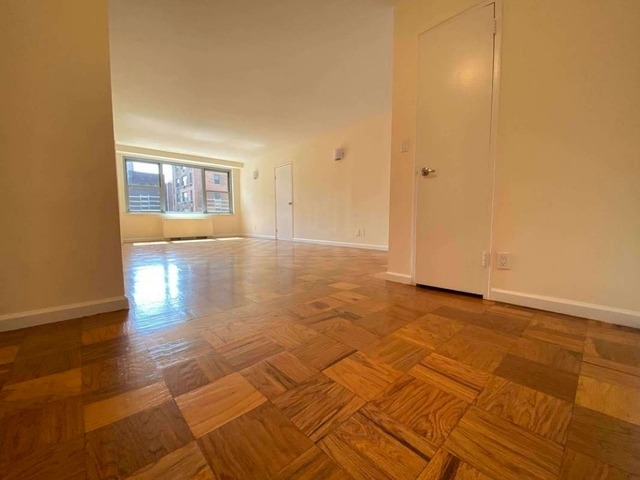 2 Bedrooms, Upper East Side Rental in NYC for $3,804 - Photo 2
