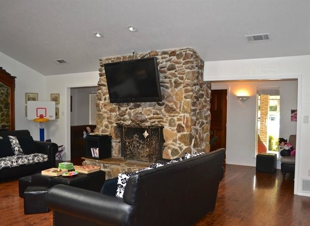 5 Bedrooms, Valley View Rental in Dallas for $3,400 - Photo 2