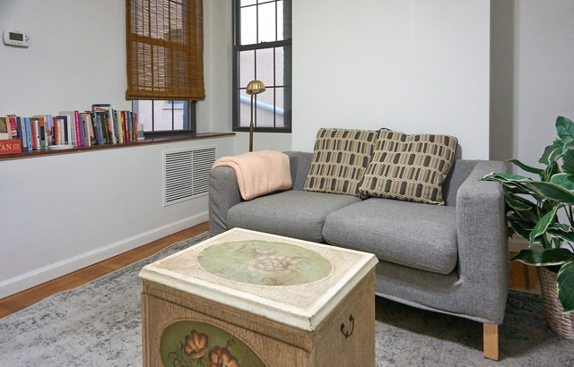 Room, Long Island City Rental in NYC for $950 - Photo 1