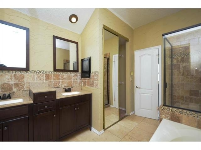 3 Bedrooms, Old Mill Court Rental in Dallas for $1,895 - Photo 2