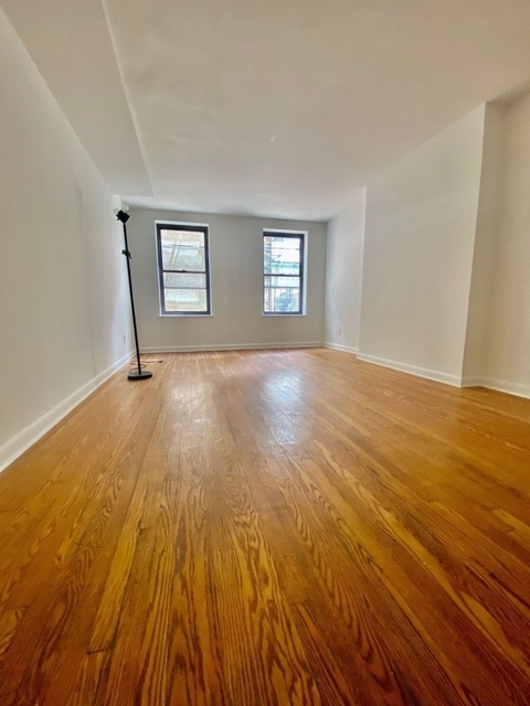 4 Bedrooms, Yorkville Rental in NYC for $4,400 - Photo 1
