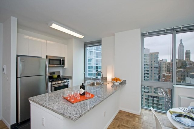 2 Bedrooms, Hell's Kitchen Rental in NYC for $4,475 - Photo 1