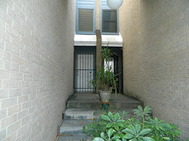 2 Bedrooms, Neartown - Montrose Rental in Houston for $2,000 - Photo 2