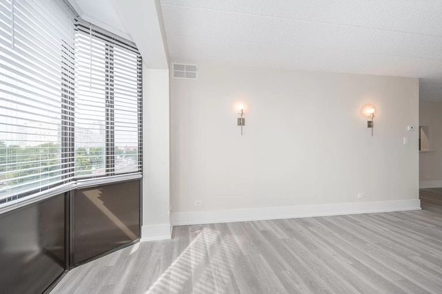 2 Bedrooms, Groveland Park Rental in Chicago, IL for $1,800 - Photo 2
