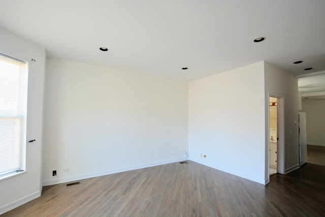 2 Bedrooms, Roscoe Village Rental in Chicago, IL for $2,100 - Photo 2