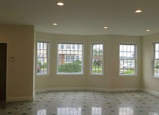 3 Bedrooms, Manorhaven Rental in Long Island, NY for $3,950 - Photo 1