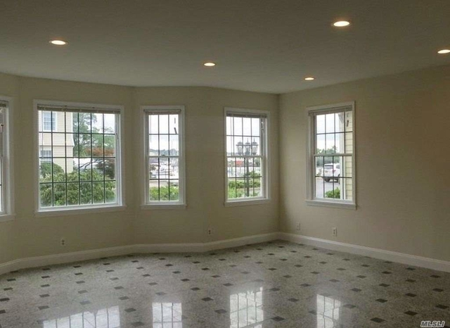 3 Bedrooms, Manorhaven Rental in Long Island, NY for $3,950 - Photo 2