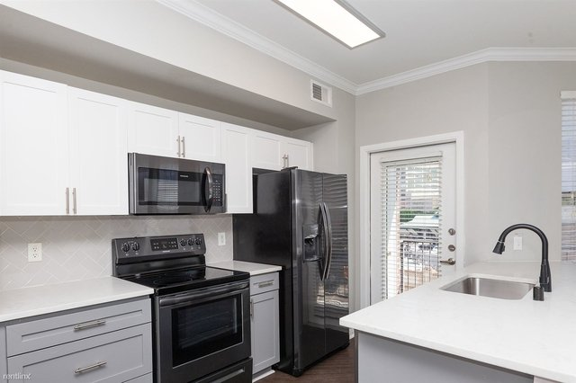 3 Bedrooms, City Center District Rental in Dallas for $1,724 - Photo 1