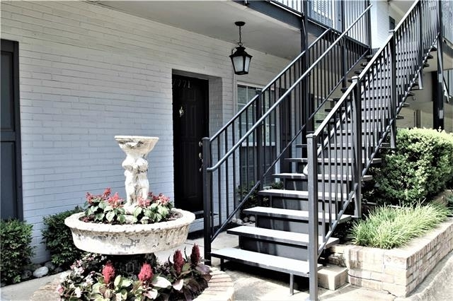 3 Bedrooms, Royal Knoll Townhomes Rental in Dallas for $1,800 - Photo 2