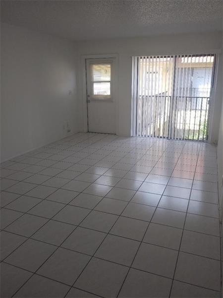 2 Bedrooms, Country Club Rental in Miami, FL for $1,275 - Photo 2