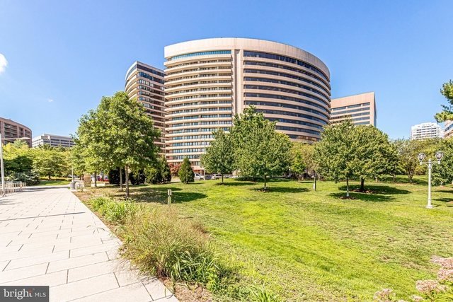 3 Bedrooms, Crystal City Shops Rental in Washington, DC for $3,700 - Photo 1